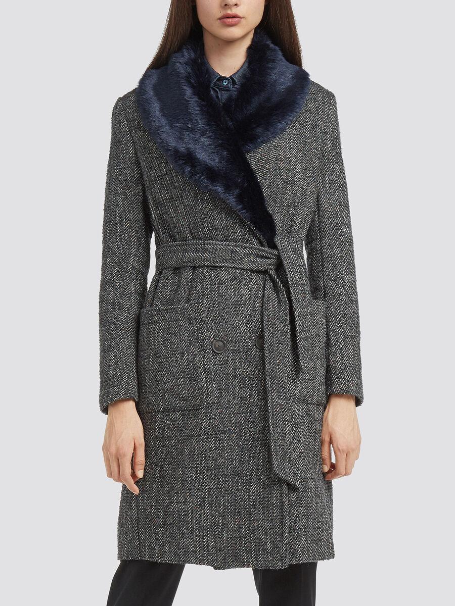 Cappotto melange spigato con collo effetto pelliccia