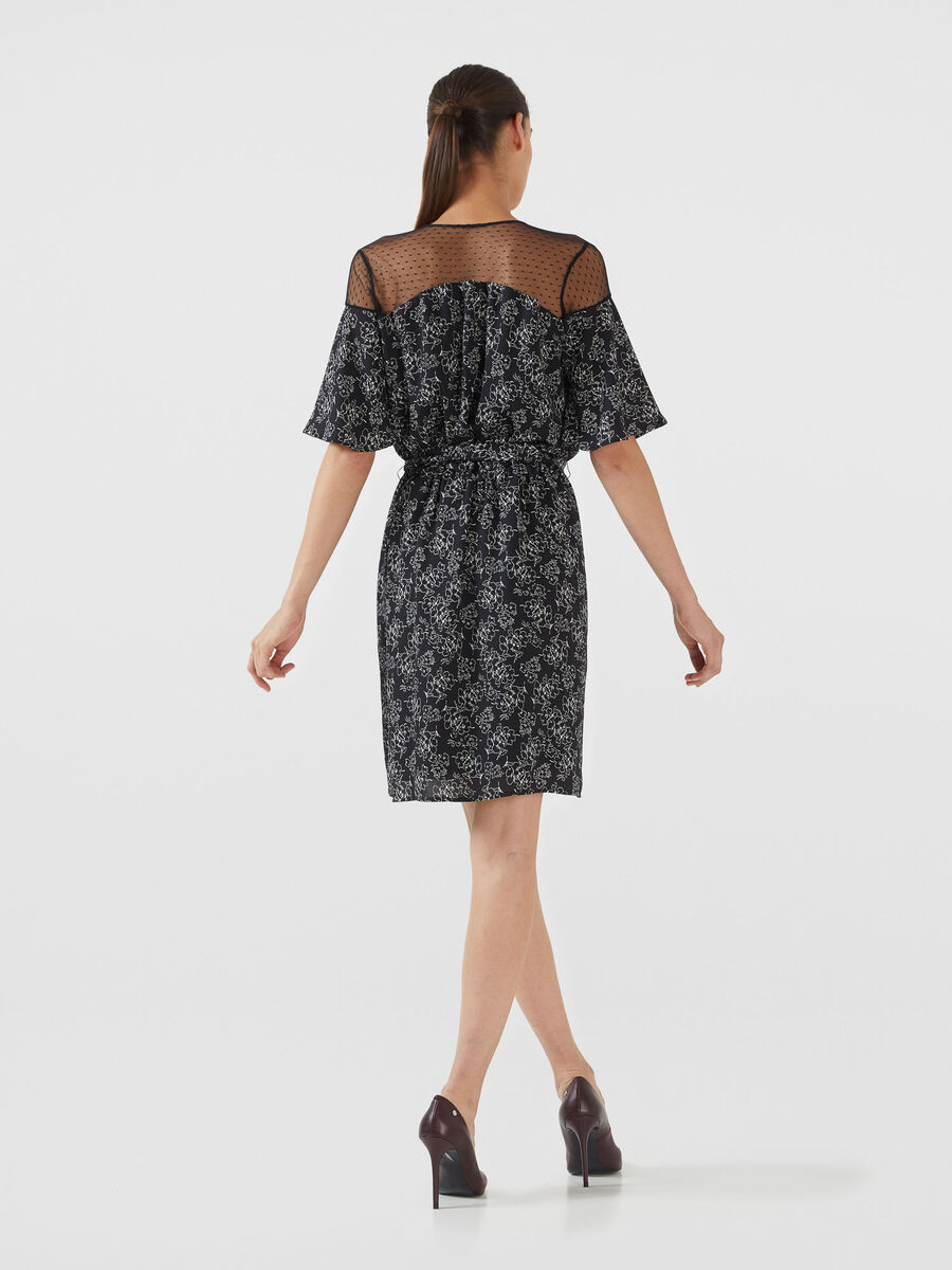 Short crepon dress with graphic print