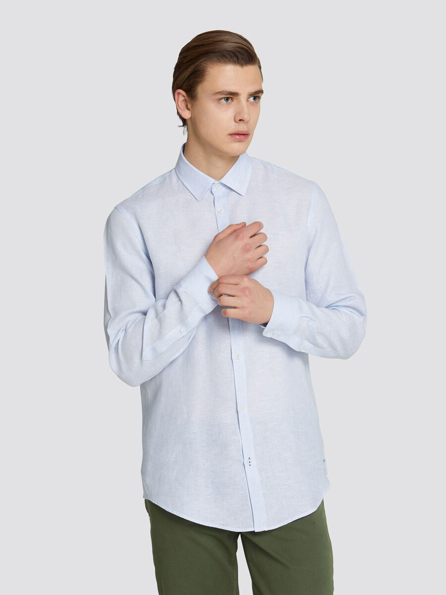 Solid colour close fit shirt with thin striped design