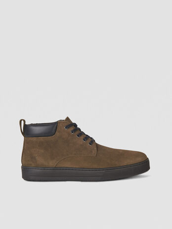 Desert boot in suede con logo embossed