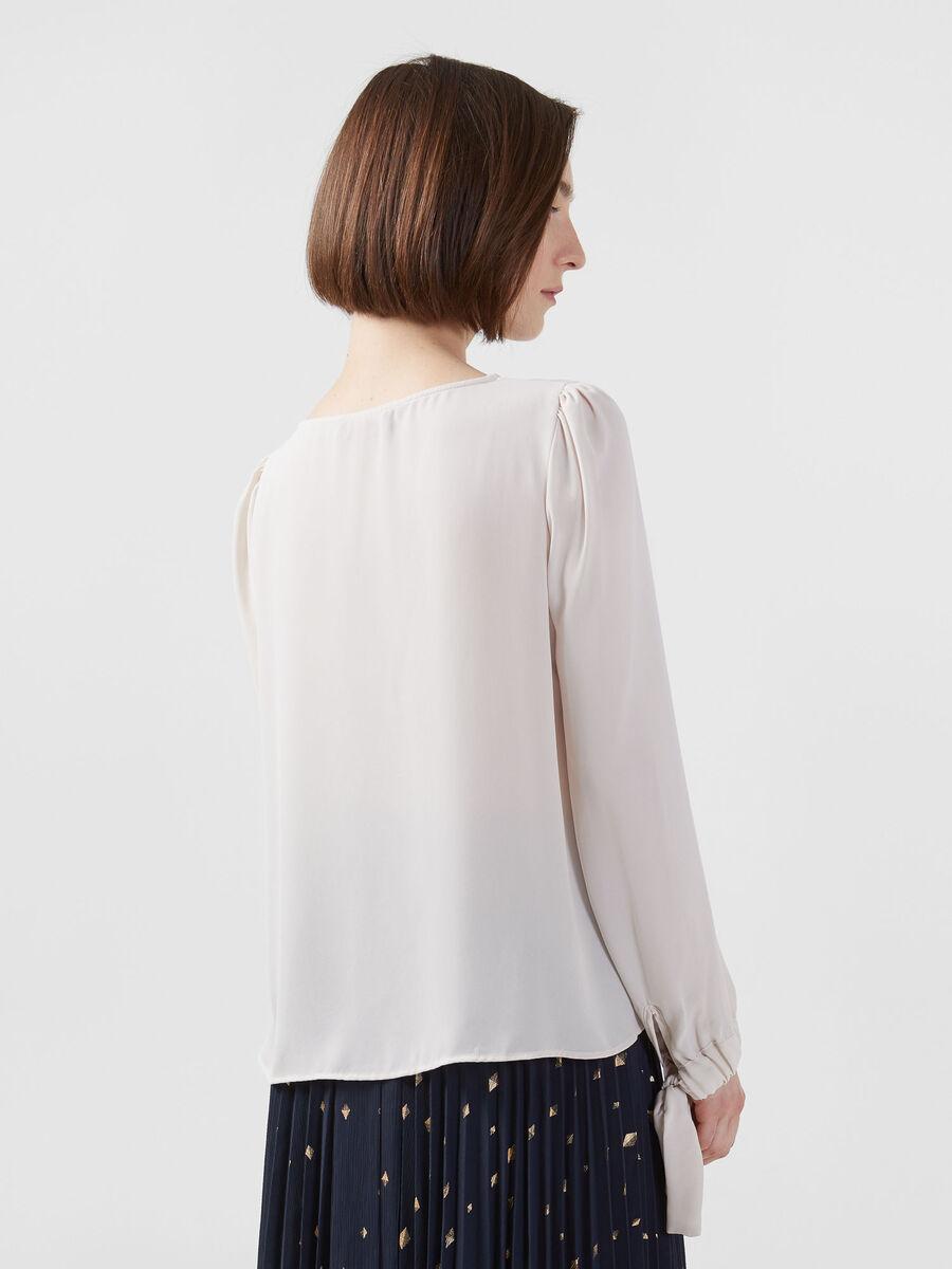 Bluse aus Double Georgette mit gekraeuselten Buendchen